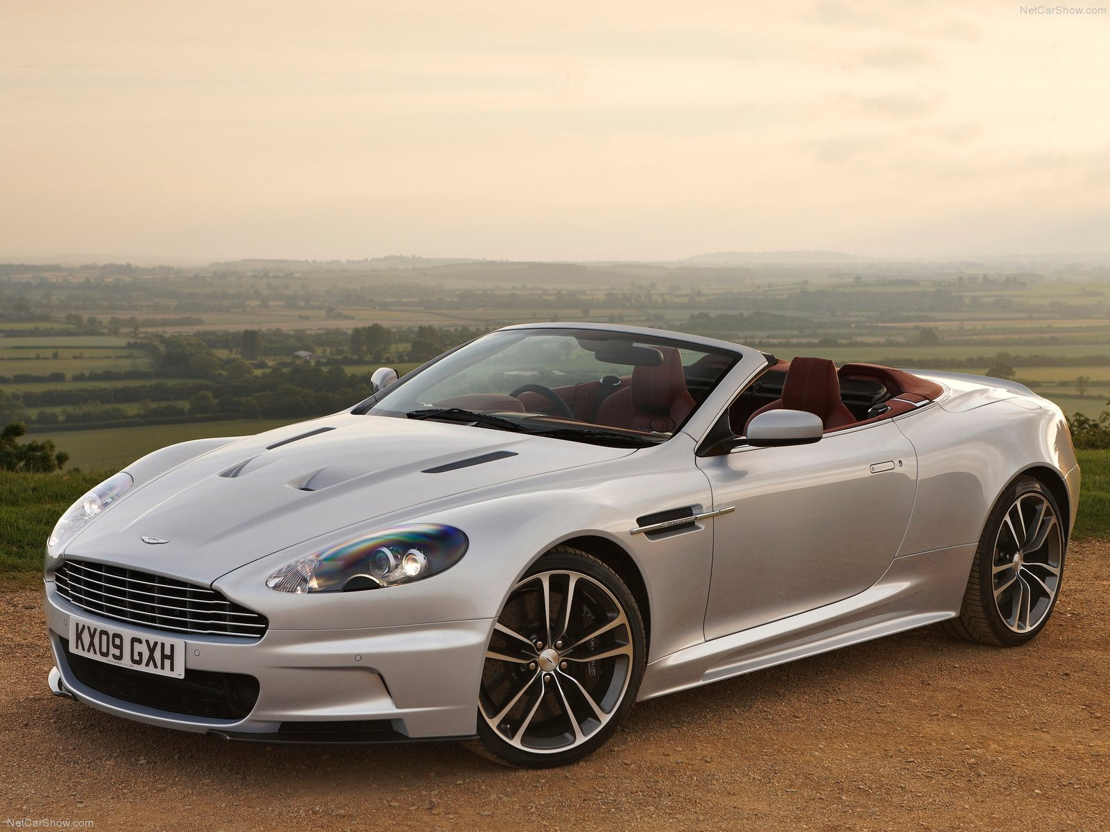 aston martin wallpapers aston martin dbs volante 2010. Black Bedroom Furniture Sets. Home Design Ideas
