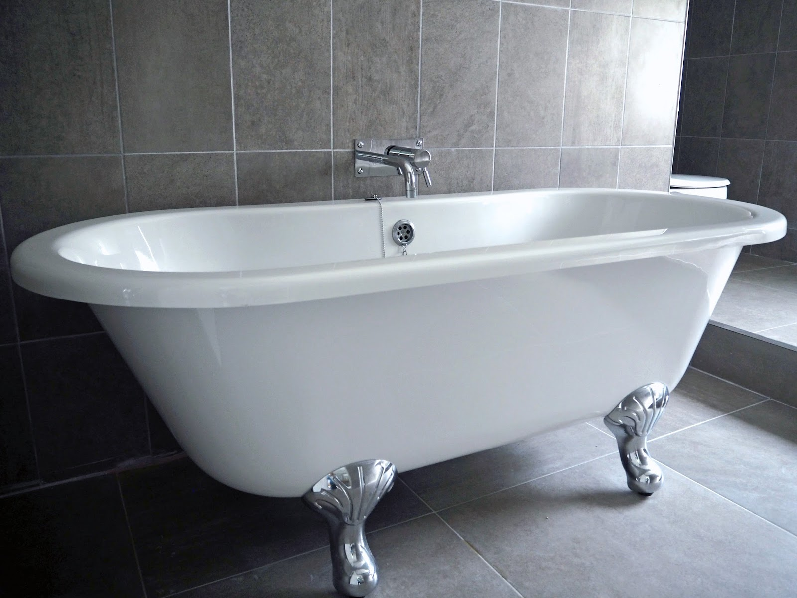 Rolltop bath in suite room 51, Stirk House, Gisburn