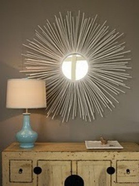 Aparador com espelho decorativo