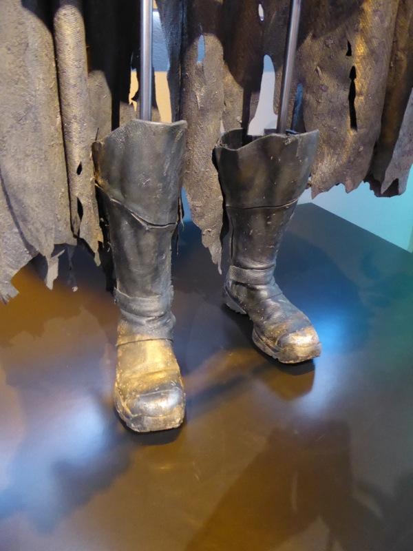 Robin costume boots Batman v Superman