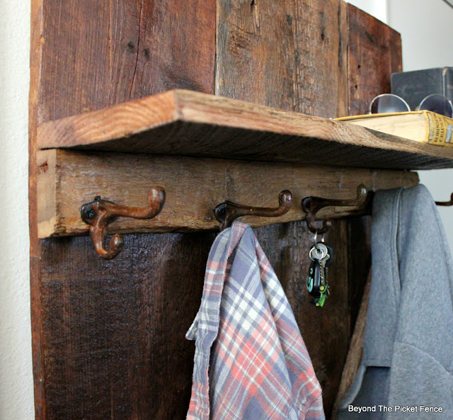 coat hook, rust, rustic hall tree, shelf, http://bec4-beyondthepicketfence.blogspot.com/2016/03/rustic-barnwood-hall-tree.html