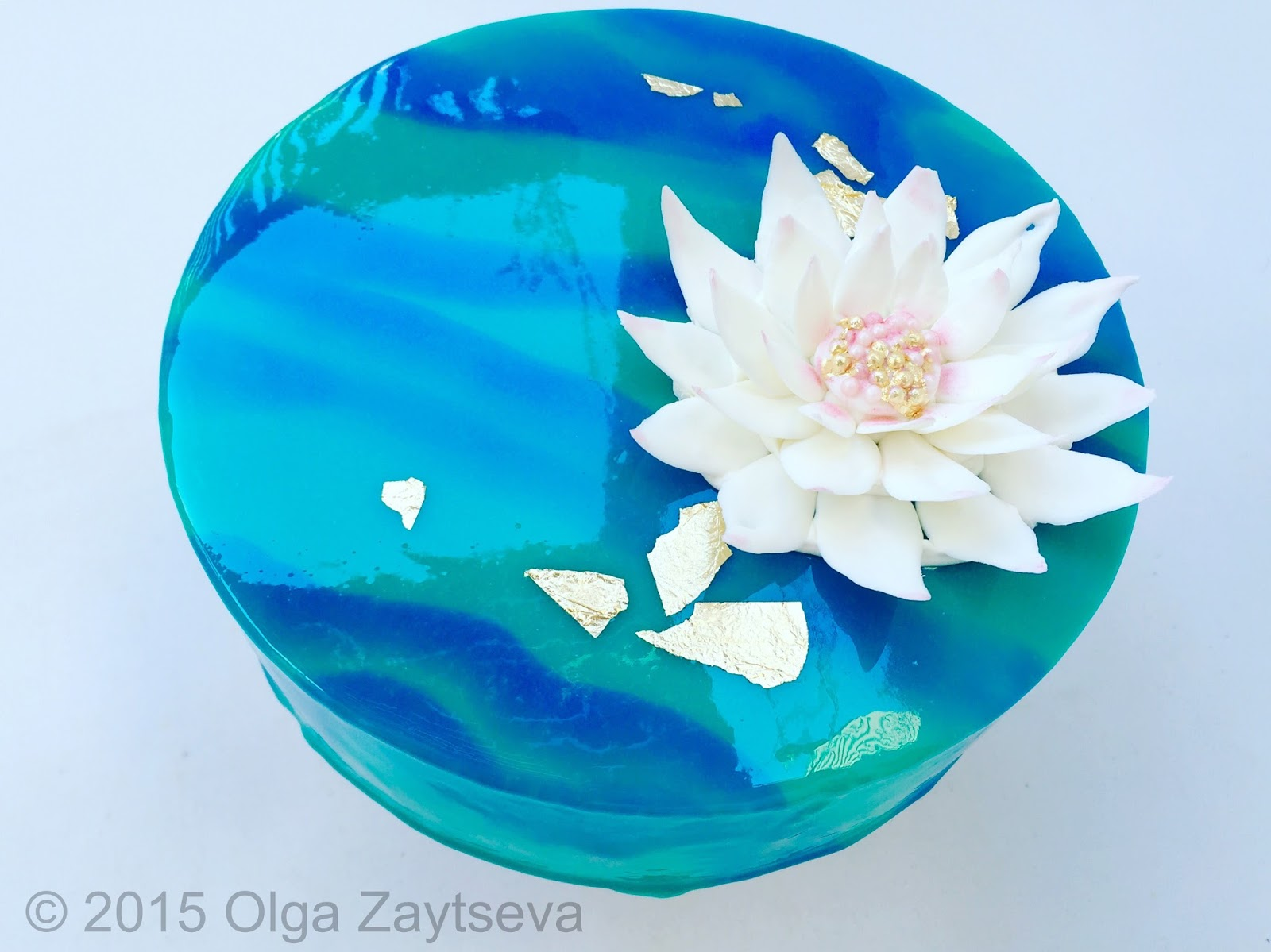Two Tone Mirror Glaze Cake With Chocolate Water Lily