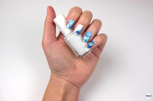 """Nailsallover Nails All Over Essence Studio Nails 24/7 Nail Base -  Essie """"Blanc"""" -  Essie """"Strut Your Stuff"""" -  Essie """"Blossom Dandy"""" -  Essie """"Style Cartel"""" -  Seche Vite Dry Fast Top Coat -  Dünner Pinsel oder dünnes Dotting Tool oder Zahnstocher -  Klarsichtfolie"""