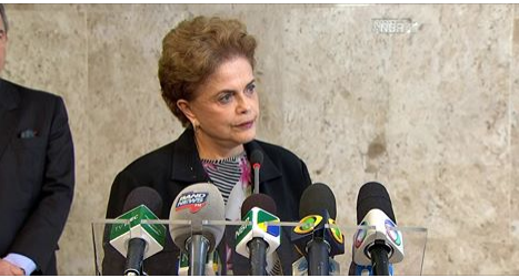 """""""Não tenho cara de quem vai renunciar"""", afirma Dilma Rousseff"""
