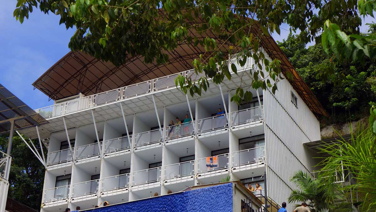 Super punch shipping container hotel in costa rica - Container homes costa rica ...
