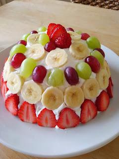 遅く起きた朝は・・・ フルーツたっぷりのケーキ♪
