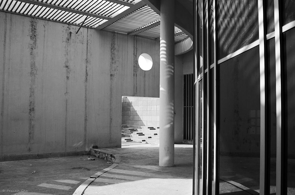 A Minimalist Photo of Lines, curves light shadow and circle at Jawahar Kala Kendra Jaipur