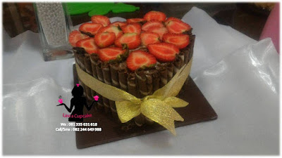 Kue Tart Black Forest hias astor dan strawberry