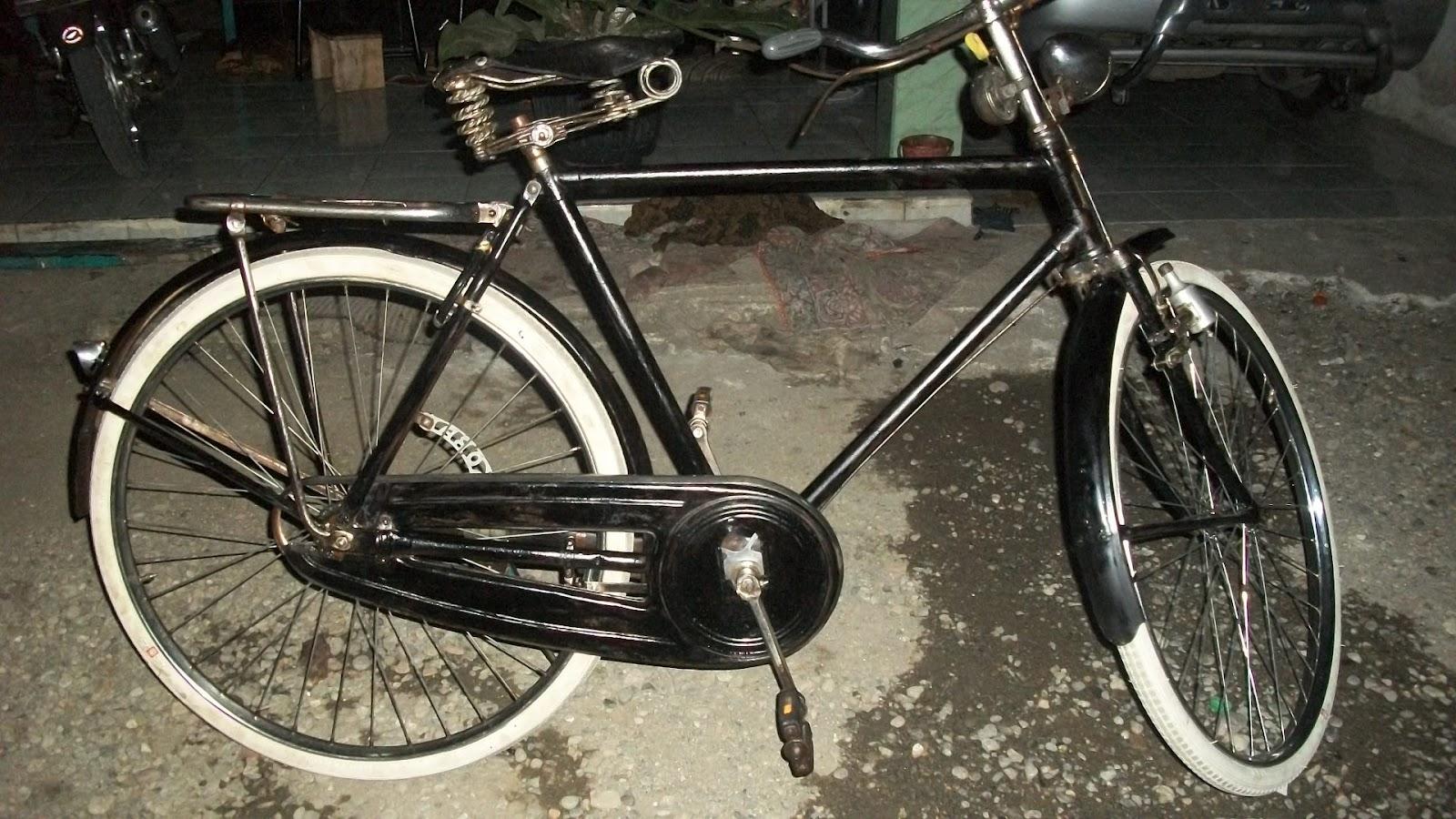 Koleksi Sepeda Onthel Kuno c ANTIK: BATAVUS HEREN seri 13