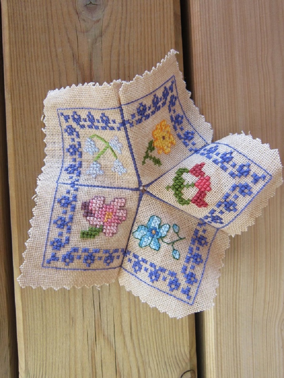 biscornu, bordado, broderie, punto cruz, cross stitch, point croix, primavera, printemps, spring