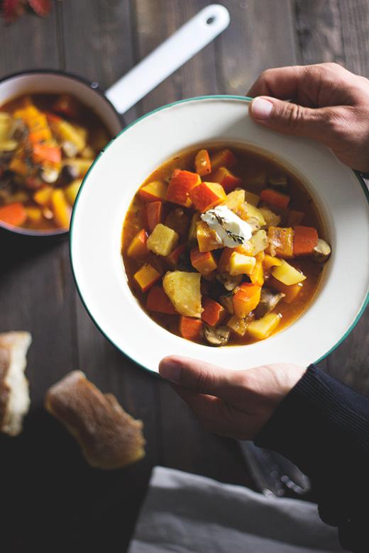 Herbst-Soulfood: Kürbis-Kartoffelgulasch, vegan. Holunderweg18