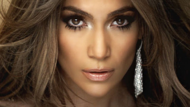Jennifer Lopez adalah wanita paling cantik dan seksi tahun 2015