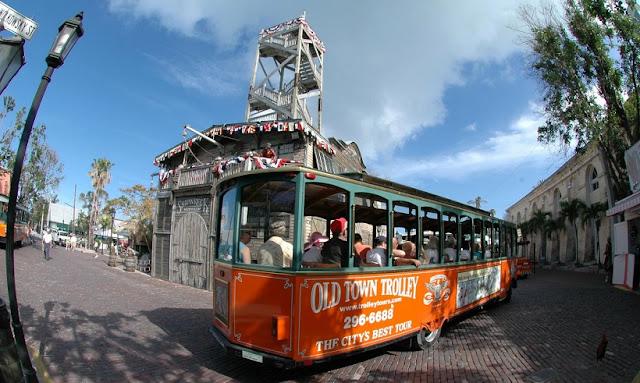 Informações sobre o hop on hop off trolley em San Diego