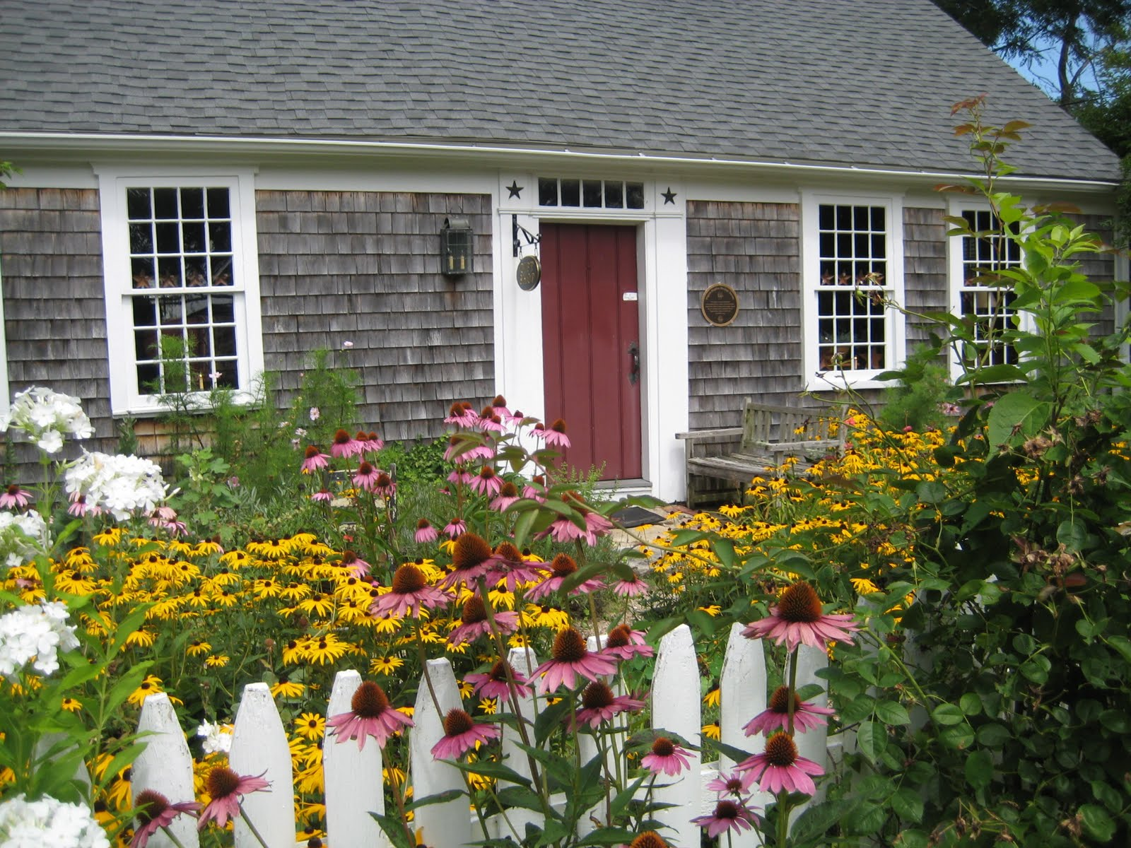 Cottage Gardens: Watercolors By Liana Yarckin: Cottage Gardens
