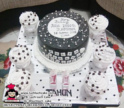 Kue Tart Polkadot Hitam dan Putih