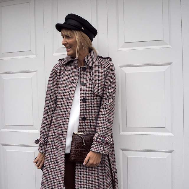 heritage check coat, baker boy hat