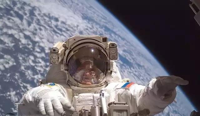 Τι λένε οι αστροναύτες για περίεργες αισθήσεις στο διάστημα, μυστηριώδεις ήχοι και UFO