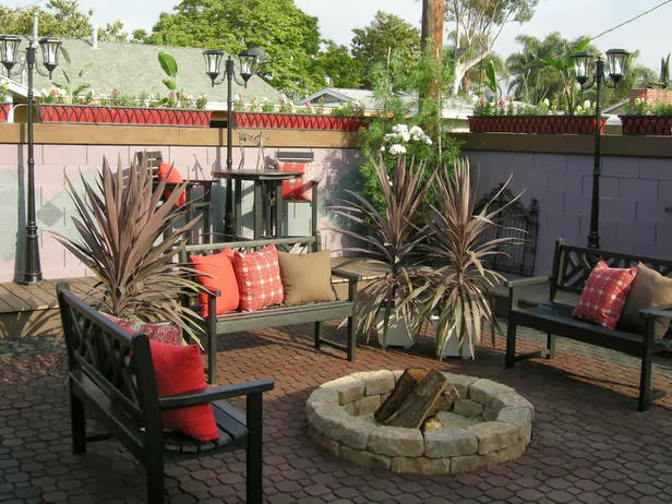 Easy, Affordable DIY Backyard Fire Pit