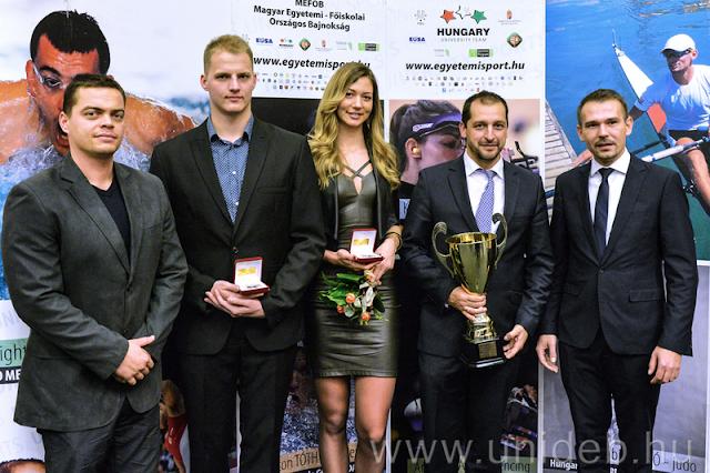 A Magyar Egyetemi-Főiskolai Sportszövetség csütörtöki díjátadóján az év legeredményesebb egyetemista és főiskolás sportolóinak járó plaketteket azok vehették át, akik ebben az évben felnőtt világbajnokságon aranyérmet szereztek, a Rio de Janeiró-i olimpiáról vagy paralimpiáról éremmel tértek haza, illetve az egyetemi világbajnokságokon és az Európai Egyetemi Játékokon az első három hely valamelyikén végeztek. Több mint ötven felsőoktatásban tanuló fiatalt jutalmaztak ez alapján az Év Egyetemi Sportolója elismeréssel.