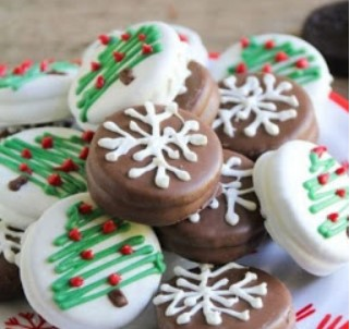 Chocolate Dipped Oreo Snowflakes