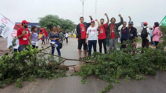 Em Delmiro Gouveia, BR-423 é interditada por manifestação contra reformas do governo federal