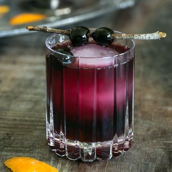RED MOON OVER MANHATTAN COCKTAIL RECIPE #drinks #recipes