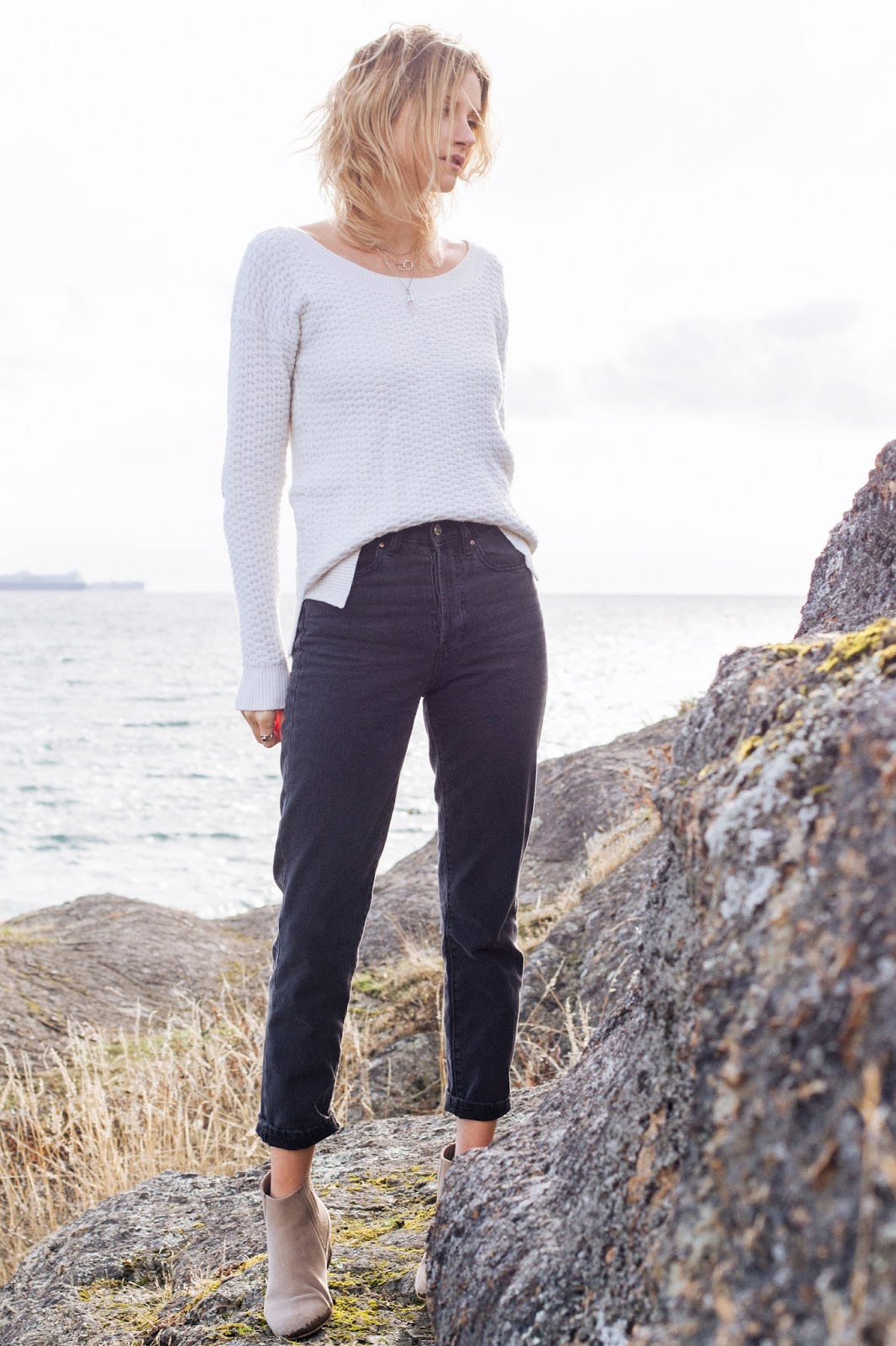 fashion blogger, Alison Hutchinson, in H&M straight leg jeans, a French Connection Sweater, and witchery boots