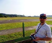 Mausone no controle de um aeromodelo, no Aerosampa
