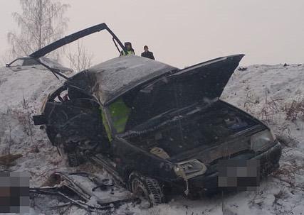 В лобовом столкновении НефАЗ и ВАЗ-2113 скончалась пожилая женщина