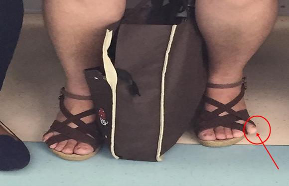 Sandália dedinha de fora