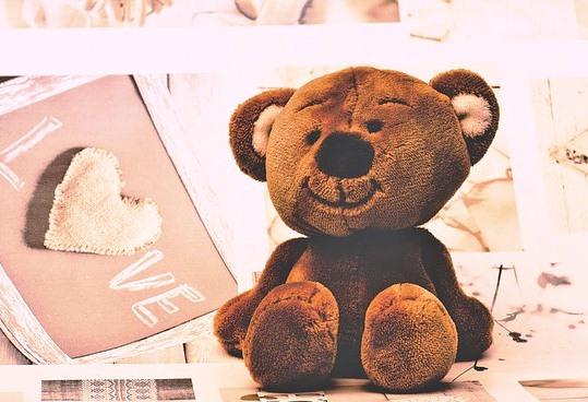 Cerita Narrative Bear and Two Friends dalam Bahasa Inggris dan artinya