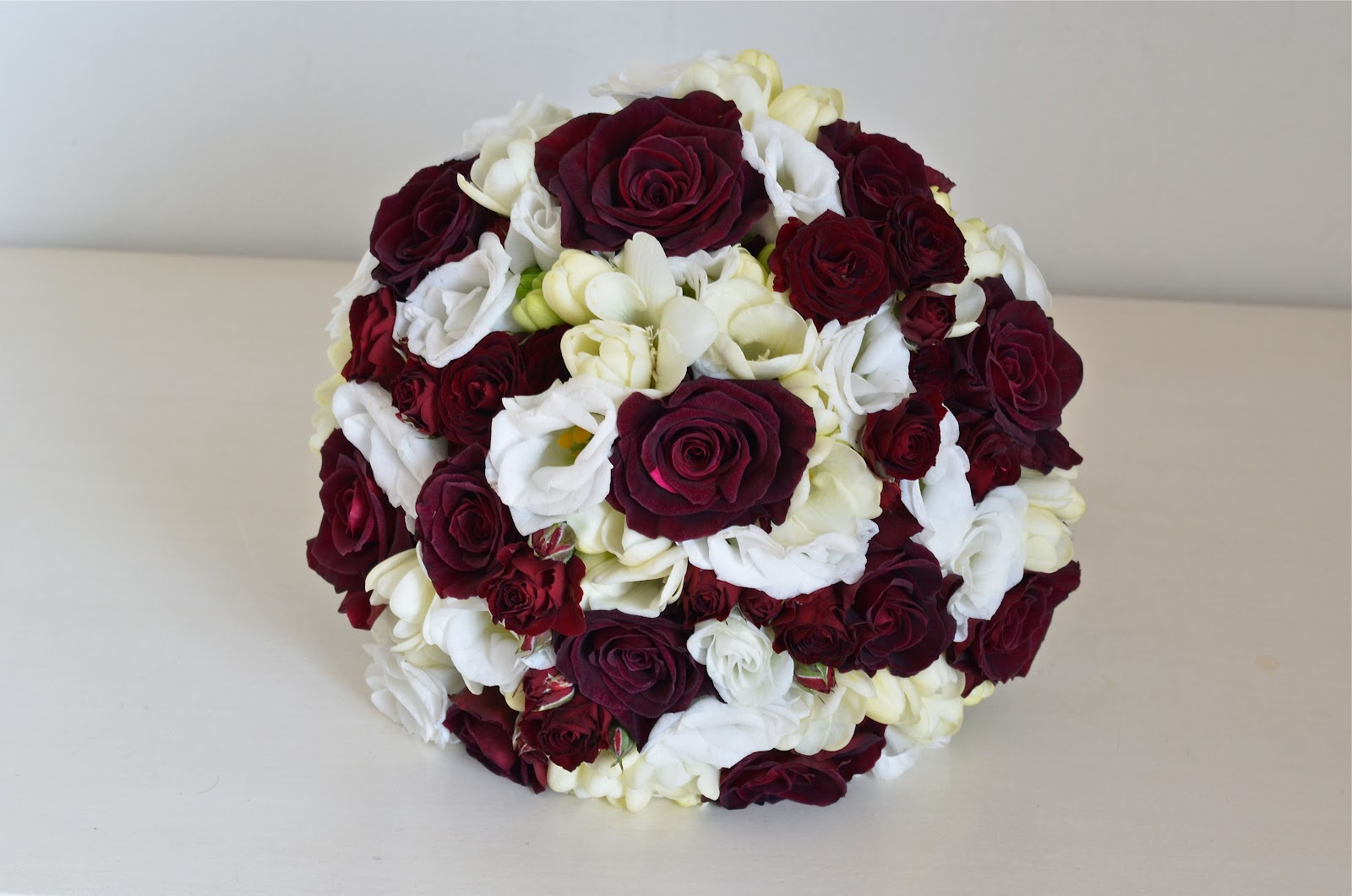 Wedding flowers blog tas burgundy and white wedding flowers wedding flowers blog tas burgundy and white wedding flowers elmers court hotel mightylinksfo