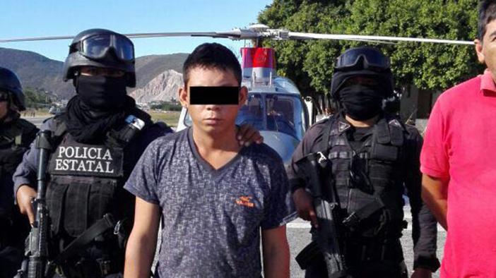 """Autodefensas entregan a la Policía a 20 presuntos """"tequileros""""; sólo consigan a 4"""