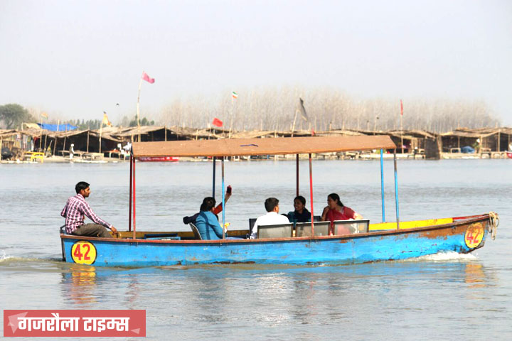 ganga-travel-by-boat-birjghat