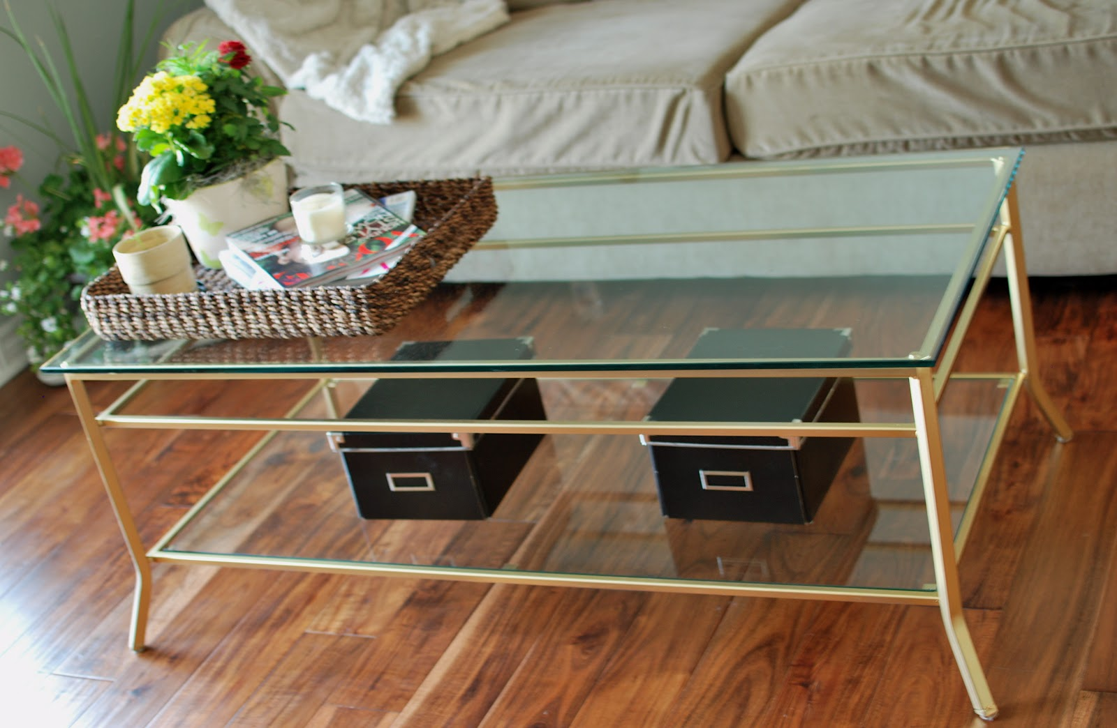 a place of gratitude: Spray Painted Coffee Table
