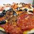 Pizza de peperoni, chorizo y aceitunas