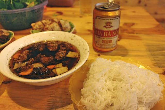 American Reporter Explores Street Food Vietnam 2