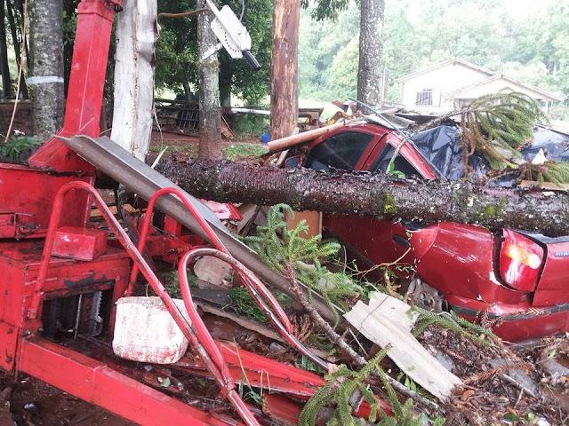Confira fotos do temporal desta quinta-feira na propriedade rural de Mário Onesko