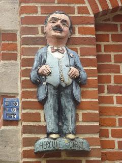 Άγαλμα του Ηρακλή Πουαρό στο Βέλγιο