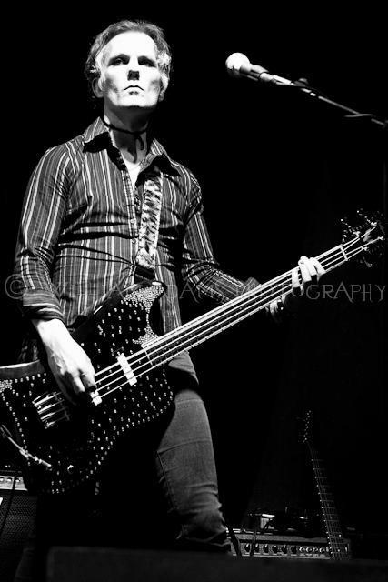 David Ryder Prangley playing bass in Lilygun photo