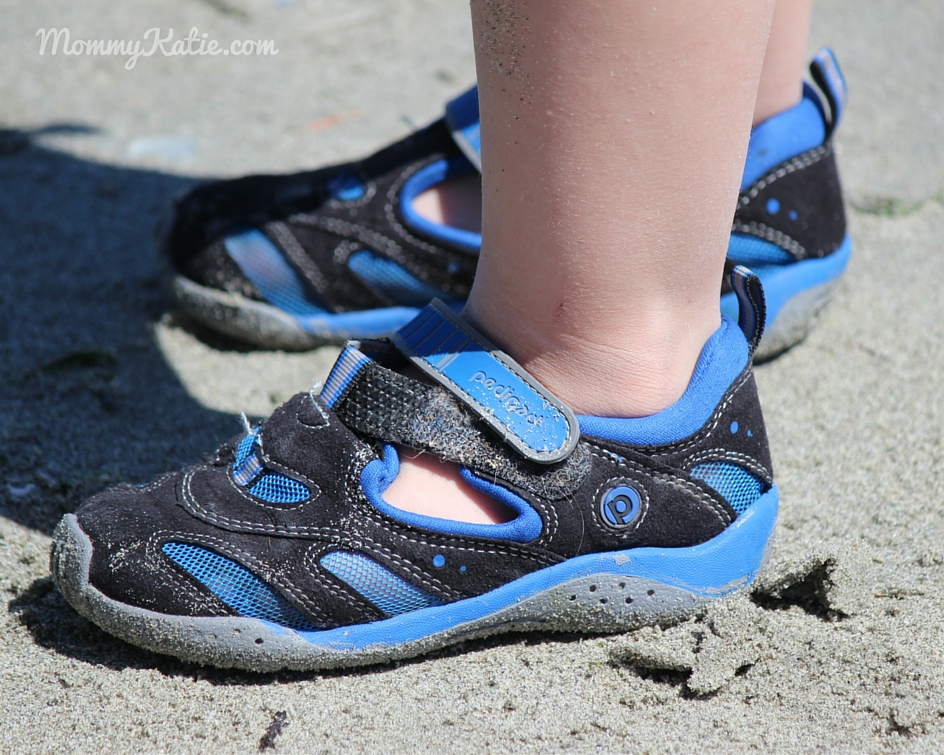 a17d5f8cd945 ... for my toddler to enjoy wearing when we head to the beach when we were  sent a pair of the Flex Stingray to review in the Black and King Blue  colors!
