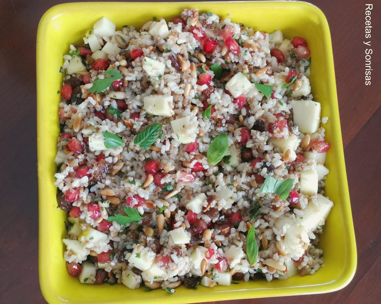 Ensalada de arroz integral con quinoa granada manzana - Ensalada de arroz light ...