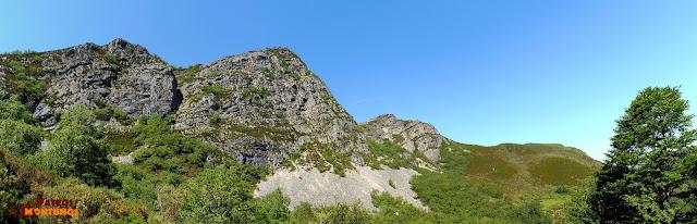 Panorámica pico y braña de Cuevas