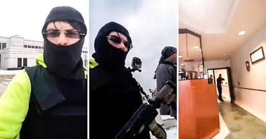 Se graban entrando a una estación de policías con una AK-47