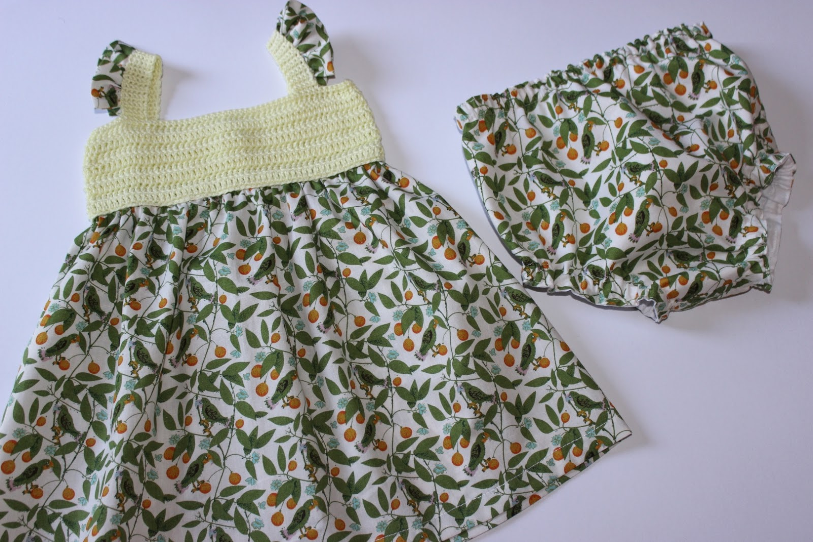 mariposa tricotosa: Colección lemon birds: vestidos de bebé con ...