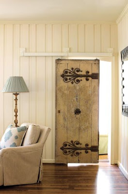 Keberadaan pintu geser sekarang semakin terkenal di kalangan desainer maupun pemilik rumah 60 Desain Pintu Geser Sempurna untuk Menghemat Ruang