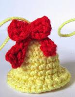http://www.crafteandoqueesgerundio.blogspot.com.es/2012/12/patron-campanas-navidenas-pattern.html