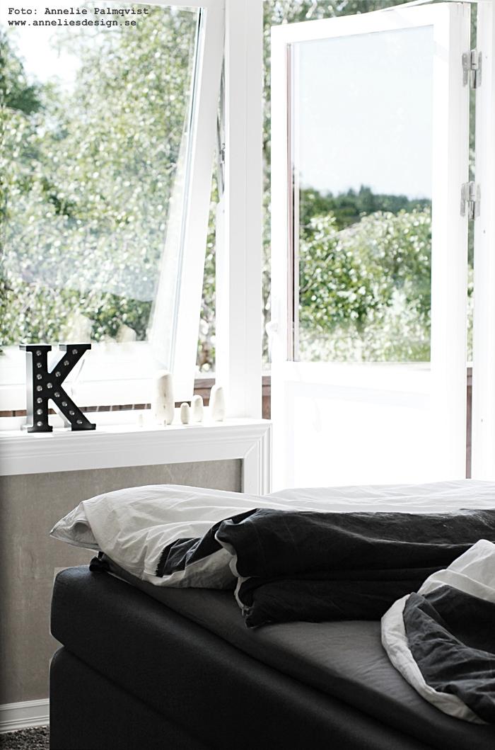 bokstavslampa, bokstavslampor av metall, svart, svarta, sovrum, vitt, inredning, inredningsblogg, blogg, bloggar, webbutik, webbutiker, webshop, annelies design, svart och vitt,