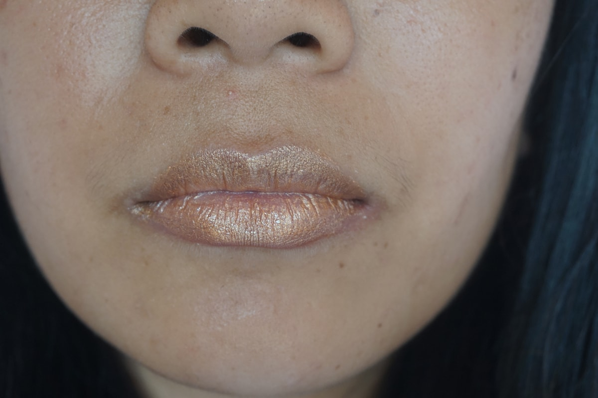 mac foil lip swatch min