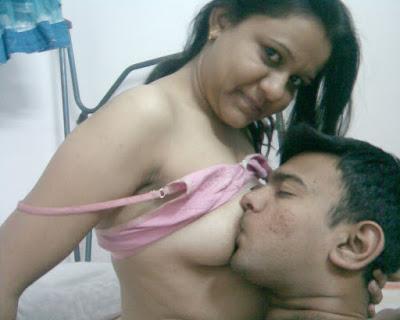 Desi Nude Girlfriend Fucking By Lover